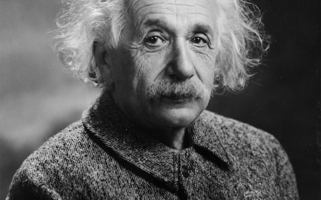 https://upload.wikimedia.org/wikipedia/commons/1/14/Albert_Einstein_1947.jpg